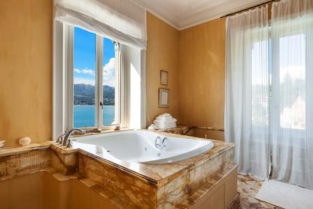 Badezimmerfenster - Vor- und Nachteile