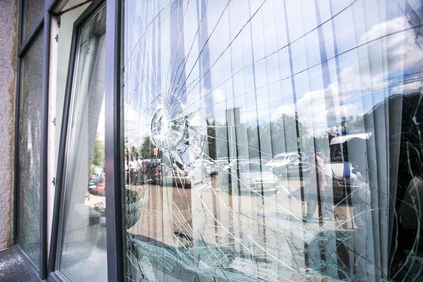 Ein beschädigtes oder zerschlagenes Fenster?